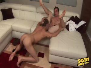 【ゲイ動画】筋肉イケメンカップルのイチャイチャセックスはねっとり濃厚、巨根から吹き出したザーメンがべったり腹に溜まる!
