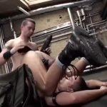 【ゲイ動画】倉庫でこっそりフィストファック! 髭の筋肉マッチョイケメン外国人たちが特大ディルドでケツマン掘って、腕を突っ込むハードファックしちゃってる!
