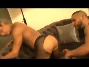 【ゲイ動画ビデオ】筋肉イケメンのムチムチお尻を包み込むパンストを破って巨根をねじ込むきっちくイケメン外国人のフェチズム!