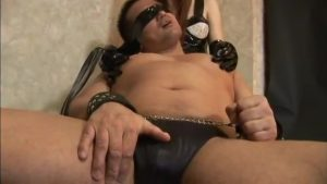 【ゲイ動画ビデオ】ややポチャガチムチマッチョM男がお姉さんに鞭打ち、顔面騎乗位で責められデカチンをビンビンに勃起させまくり!