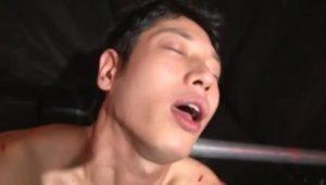 【ゲイ動画ビデオ】拘束目隠し蝋燭責め、そしてムチでスパンキングされながらのディルド挿入でマジアヘ堕ちするドMの筋肉イケメンが変態すぎる!