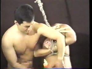 【ゲイ動画ビデオ】マッチョイケメンによる筋肉自慢かと思いきや、スパンキングにフィストファクとハードなセックスに突如ハッテン!
