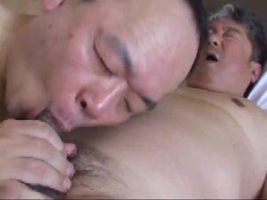 【ゲイ動画ビデオ】筋肉イケメン老年とガチムチ中年の濃厚ベロチューゲイセックス! 性欲に枯れることなんてありません!
