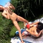 【ゲイ動画】真っ青な空の下で、ジャニーズ系筋肉美少年とガチムチマッチョな真崎航が巨根で連結青姦ファック!