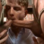 【ゲイ動画】筋肉イケメンな悪ガキ二人を捕まえてきた中年髭イケメン外国人と助手スリ筋美少年が、彼らを拘束し強制射精!