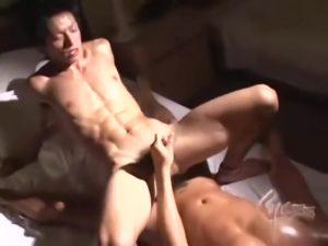 【ゲイ動画ビデオ】トイレでエロ本見ながらオナニーしちゃうノンケのスジ筋イケメンリーマンのアナルをゆっくりほぐしてゲイセックス! いい声で鳴きながらザーメン噴射!