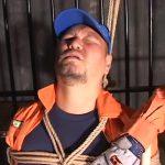 【ゲイ動画】アナルレスキュー! 消●士ユニフォーム姿の筋肉マッチョクマ系イケメンが、二人のゼンタイ野郎に拘束され3P輪姦される!