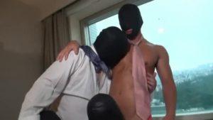 【ゲイ動画】欲望のまま覆面マッチョ、筋肉ゴーグルマンが乱交! 巨根、ディルド入り乱れて感じやすいアナルを拡張!