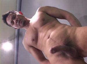 【ゲイ動画ビデオ】切れまくりな筋肉マッチョイケメンビルダーが、鏡を使ってオナニーしたり、手コキされて大量ザーメン発射どびゅっ!