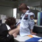 【ゲイ動画】筋肉イケメンリーマンに目をつけていたジャニーズ系スリ筋美少年警備員、残業を狙って襲いかかり、アナルをデカチンで貫きファック!