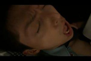 【ゲイ動画ビデオ】踊り場で泥酔していたサラリーマンを仮眠室に連れ込んでフェラをした筋肉イケメン警備員、彼が目覚めると襲われちゃいました!