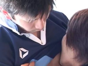 【ゲイ動画ビデオ】ユニフォームを脱ぎ捨てた筋肉イケメン、ケツマンと巨根をトライで激しくぶつけ合う!
