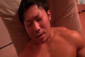 【ゲイ動画ビデオ】モロ感過ぎるガチムチマッチョイケメンを、乳首責め、電マ責め、ディルド責めだけで連続射精させてゆく!