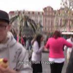 【ゲイ動画】美しいヨーロッパの町並みを背景にナンパしたガチムチマッチョイケメン外国人に野外フェラをしてもらった件♪