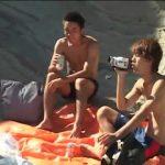 【ゲイ動画】ノンケのやんちゃ系筋肉美少年たちが海辺でオナニーしたり、オナニーを撮影されたりと忘れられない思い出を作る!