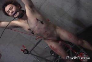 【ゲイ動画】EXILE系スジ筋イケメンくんを拘束してスパンキングに蝋垂らし、そして尿道カテーテルを巨根に挿入するハードSM調教!