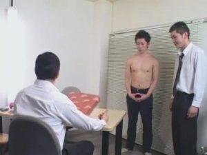 【ゲイ動画ビデオ】入部希望な筋肉イケメンはWフェラに3Pファックでケツマンの具合を調べる入団テストが待っていたw
