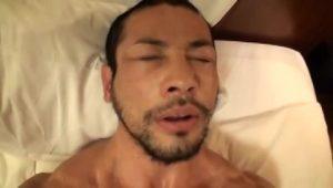 【ゲイ動画ビデオ】超絶マッスルなガチムチ系マッチョイケメン親父のアナルにペニスをぶち込んで激震ファック!
