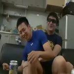 【ゲイ動画】お酒飲んでフニャフニャしている短髪筋肉イケメンくんのアナルを巨根でがっつり貫きます!