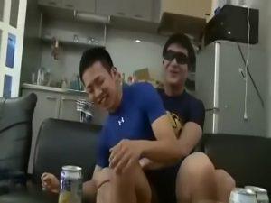 【ゲイ動画ビデオ】お酒飲んでフニャフニャしている短髪筋肉イケメンくんのアナルを巨根でがっつり貫きます!