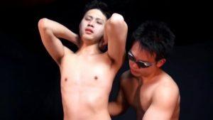 【ゲイ動画ビデオ】スジ筋美少年の巨根や玉袋なレロレロ舌責め、バキュームフェラで癒やしてバックからパコる筋肉ゴーグルマン!