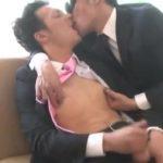 【ゲイ動画】「このオ●ンコいやらしい」筋肉マッチョイケメンゴーグルマンの言葉責めと濃厚フェラで、スジ筋スーツイケメンアヘ陥落!