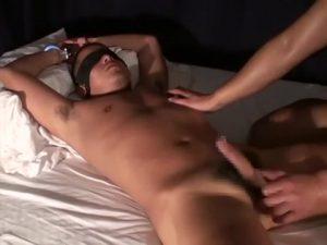 【ゲイ動画ビデオ】乳首や亀頭にピアスを開けたガチムチマッチョやんちゃイケメンを手錠で拘束し、男根をぶっさしてイカせるSMファック!