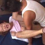 【ゲイ動画】トラックの荷台に載せたジャニーズ系スリ筋美少年を二人のオラオラ系ゴーグルマンがレイプ! 特殊青姦で美少年姦堕ち!
