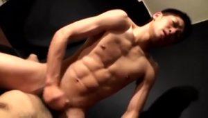 【ゲイ動画ビデオ】可愛い顔した筋肉童顔イケメンくんにグイグイ責められフェラされながら、彼のケツマンコを犯したい!