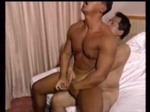 【ゲイ動画ビデオ】筋肉マッチョなイケオジやクマ系イケメンの巨根から吹き出るチンポ汁! ダンディーなおっさんの淫らな姿が見たい!