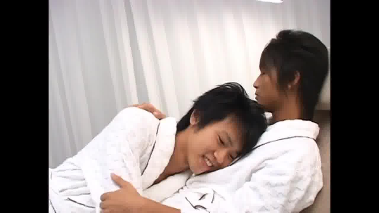 【ゲイ動画】これは現実か? 可愛すぎるジャニーズ系スリ筋美少年たちがバスローブ姿でイチャイチャおちんちんをしゃぶり合ってはしゃぐBLオーラルセックス♪
