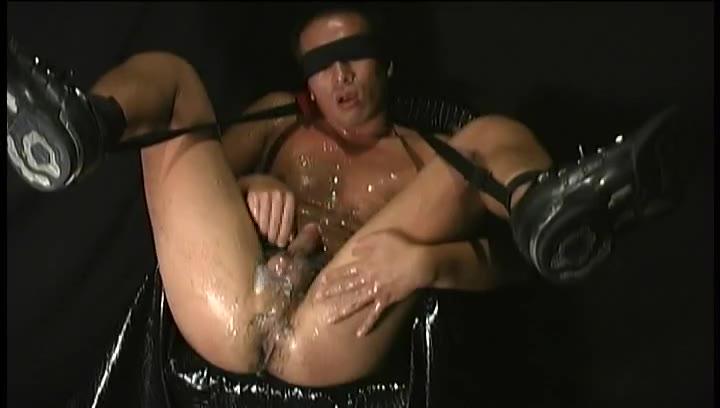 【ゲイ動画】完全素人ノンケの恥ずかしいオナニー姿! 筋肉マッチョイケメンがM字開脚ちんぐり返しになって巨根をシコりまくる!