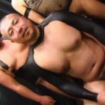 【ゲイ動画】ガチムチマッチョイケメンが目隠しされた状態でマッチョな男たちに輪姦されモロ感開花!