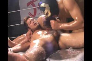 【ゲイ動画ビデオ】卑劣! スパークリングで疲労した筋肉イケメンを覆面マッチョが襲いリングの上で3P輪姦ファック!