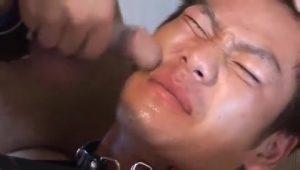 【ゲイ動画】やんちゃそうな生意気フェイスをザーメンで汚す快楽! やんちゃ系筋肉イケメンくんのノンケなケツマンを今夜、初めてゴーグルマンの巨根が貫通する!