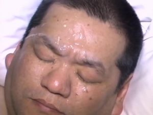 【ゲイ動画】ぽっちゃり系短髪オヤジとガチポチャ中年の69オーラルセックス! ひたすら巨根をしゃぶりまくって、顔にぶっかけ!