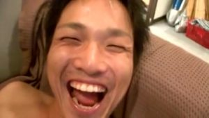 【ゲイ動画ビデオ】泥酔企画ですっかり酩酊しちゃった筋肉イケメン、上機嫌で巨根をしゃぶられこの笑顔なんですわwww