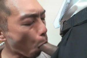 【ゲイ動画】仕事中ムラムラしちゃったスジ筋イケオジリーマン。上司に見つかって立ちバックや正常位でガン突きピストンのチンポ説教!