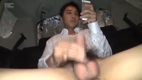 【ゲイ動画】街でガチナンパしたノンケ素人25歳の筋肉スーツイケメンリーマンを車中で巨根手コキ、オナニーでイクところをがっつり撮影!