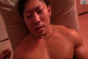 【ゲイ動画ビデオ】筋肉量半端ないゴリマッチョイケメンノンケのケツマンに生チンポを突っ込みながら巨根を手コキ! W攻撃にマッチョトロ顔待ったなし!