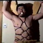 【ゲイ動画】髭のクマ系ガチムチマッチョイケメンが、亀甲縛りされ巨根をシコシコされガチ悶え! ビンビンにフル勃起したおちんぽから大量ザーメン噴射!