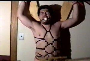 【ゲイ動画ビデオ】髭のクマ系ガチムチマッチョイケメンが、亀甲縛りされ巨根をシコシコされガチ悶え! ビンビンにフル勃起したおちんぽから大量ザーメン噴射!