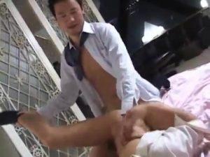 【ゲイ動画ビデオ】ホテルに入ったスーツの筋肉イケメンは、部屋まで待てずエレベーターでベロチューで巨根勃起しちゃうエロエロリーマン!