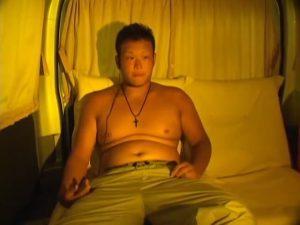 【ゲイ動画ビデオ】夏に浮かれたやんちゃ系ガチムチ、ぽっちゃり系な素人ノンケイケメンを車中へとナンパし、オナニーを見せてもらいましょ♪