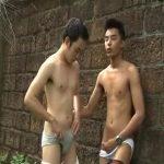 【ゲイ動画】スジ筋のアジア系イケメン二人が野外でオーラルセックス、屋内でチンポガン打ちファックに酔いしれる!
