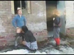 【ゲイ動画ビデオ】外国人筋肉美青年がナンパした二人の美女は男の娘! でもいい肉孔を持っていたから巨根で青姦3Pを楽しんだったwww