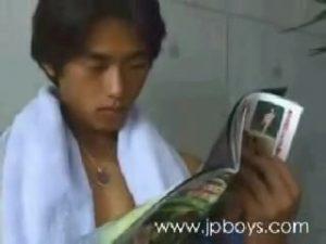 【ゲイ動画ビデオ】平成の筋肉ジャニーズ系美少年が、おか金のためにお口でイケメン兄貴の巨根をご奉仕♪ 騙しに裏切りなんでもありだ!