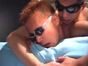 【ゲイ動画ビデオ】日に焼けたスジ筋イケメンゴーグルマンのケツマンに巨根と腕をズボズボのハードフック!