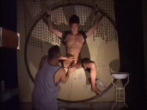 【ゲイ動画ビデオ】亀甲縛りでスジ筋に食い込む荒縄! マッチョ調教師の特濃ファックで派手に中イキ!