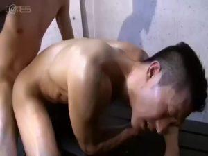 【ゲイ動画ビデオ】緊張で強ばった顔の短髪スジ筋イケメンのアナルと巨根をねっとりしゃぶって、濃厚ザーメン中出しフィニッシュ!